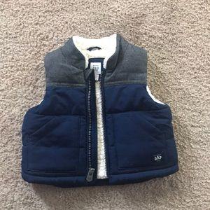 Gap puffer vest 0-6 months